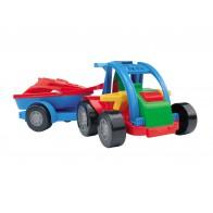 Auto z przyczepą i motorówką